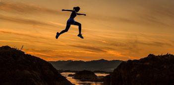 उड़ रहा वो आसमाँ में… Short Motivational Poem in Hindi